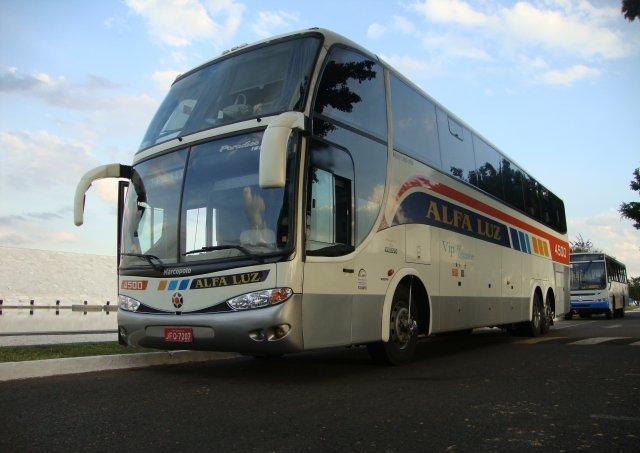 Ônibus da Alfa Luz.