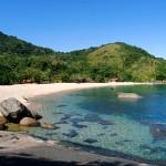 Praia de Indaiauba pedras
