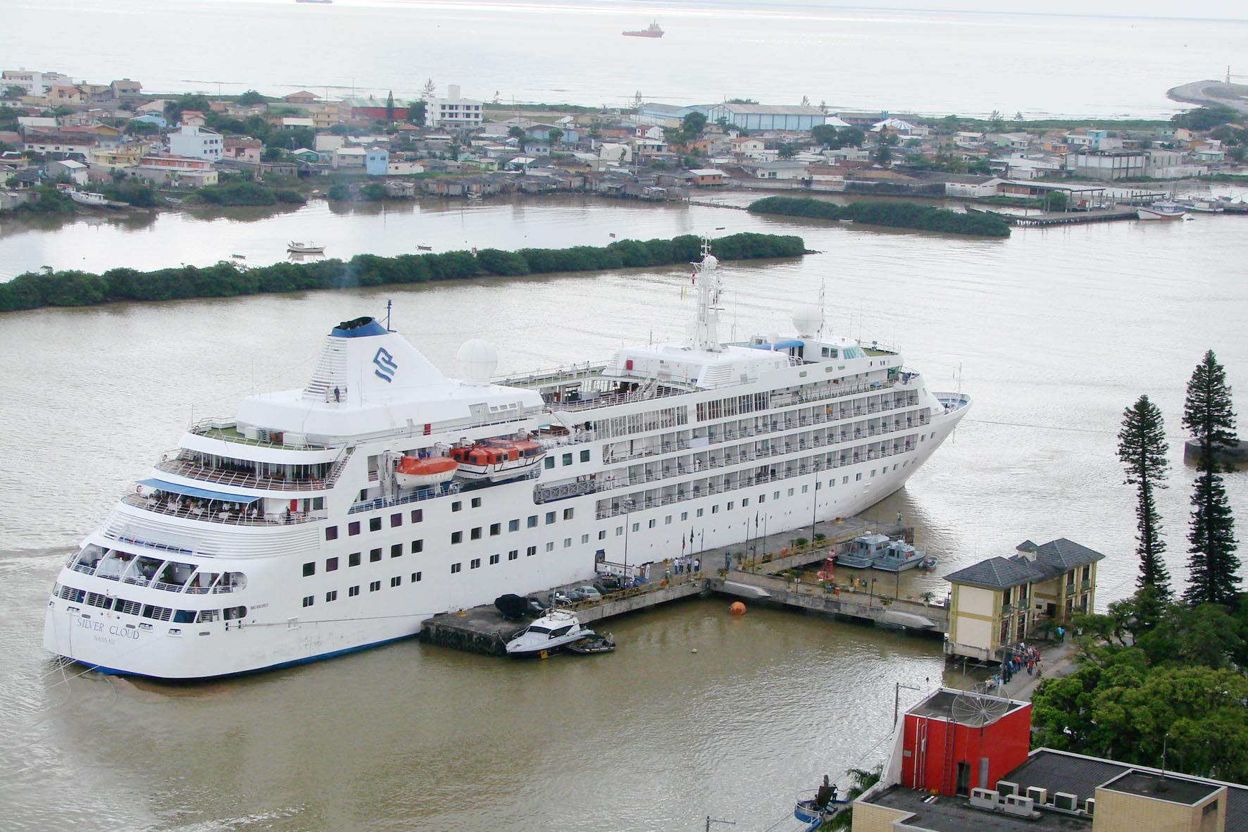 Cruzeiro no porto de Itajaí