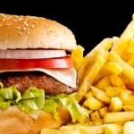 hamburguer e batata frita