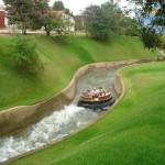 Rio Bravo: Um rio cheio de corredeiras e cachoeiras que deve ser atravessado de bote. O bote tem capacidade para 9 pessoas