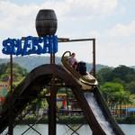 Spleshi: Um ride aquático que possui botes em forma de tronco.