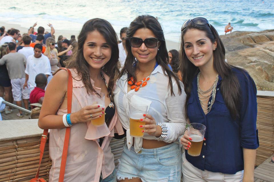 meninas praia dos riquinhos