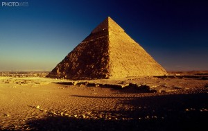 Pirâmide de Quéops no Cairo - Egito