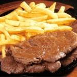 Bife com batata frita