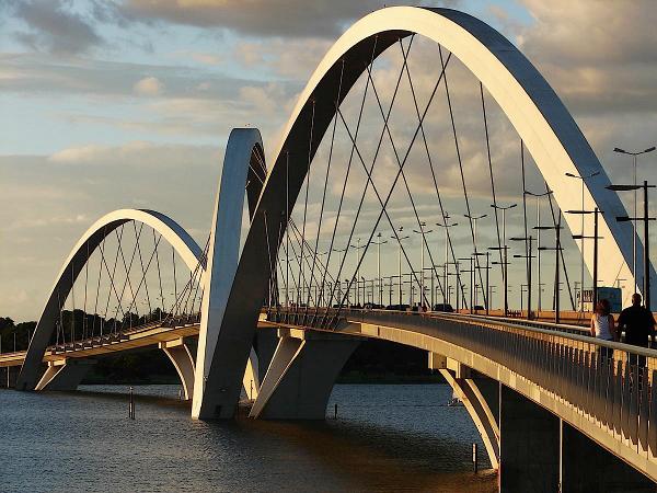 A Ponte é uma homenagem ao Presidente da República Juscelino Kubitschek