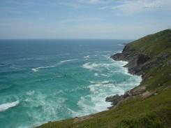 A Praia Brava ganhou esse nome por ter ondas muito fortes e um mar violento, é importante tomar cuidado durante o banho
