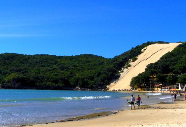 A Praia de Ponta Negra é a mais badalada de Natal, no Rio Grande do Norte.