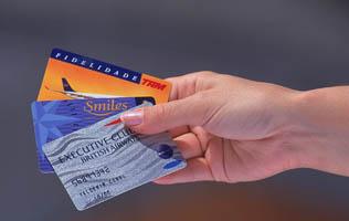 Os cartões das principais companhias aéreas que disponibilizam passagens através de milhas.