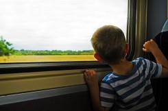 As viagens com crianças e adolescentes requerem cuidados.
