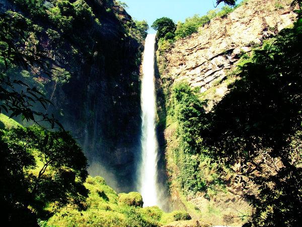 O maior salto de cachoeira da América Latina.
