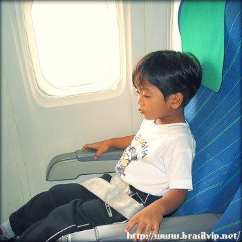 Como controlar meu filho em seu primeiro voo